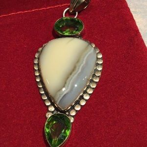 Jewelry - Vintage Crazy Lace Agate & Peridot Pendant